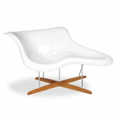 Eames La Chaise White Fiberglass - Reproduction